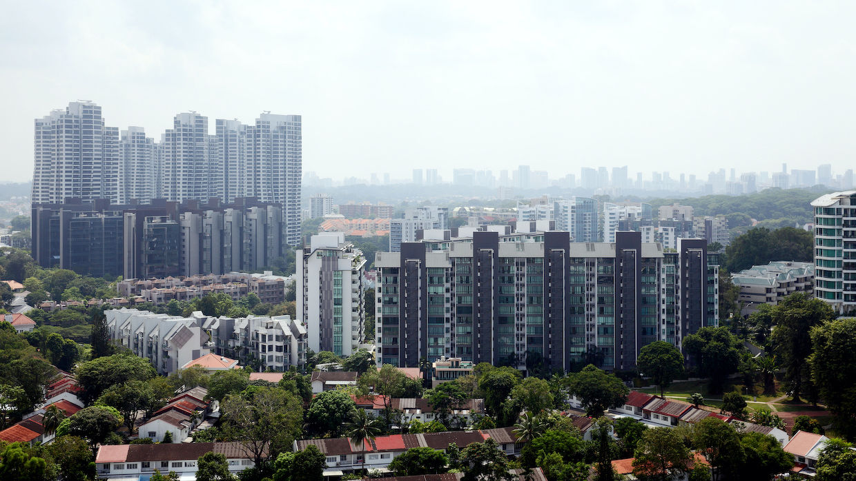 EDGEPROP SINGAPORE - While face-to-face meetings are still not allowed except at closing in the real estate agency office, agents can now go down to vacated or empty properties to conduct viewings and take pictures or videos of the property on their own (Photo: Samuel Isaac Chua/EdgeProp Singapore)