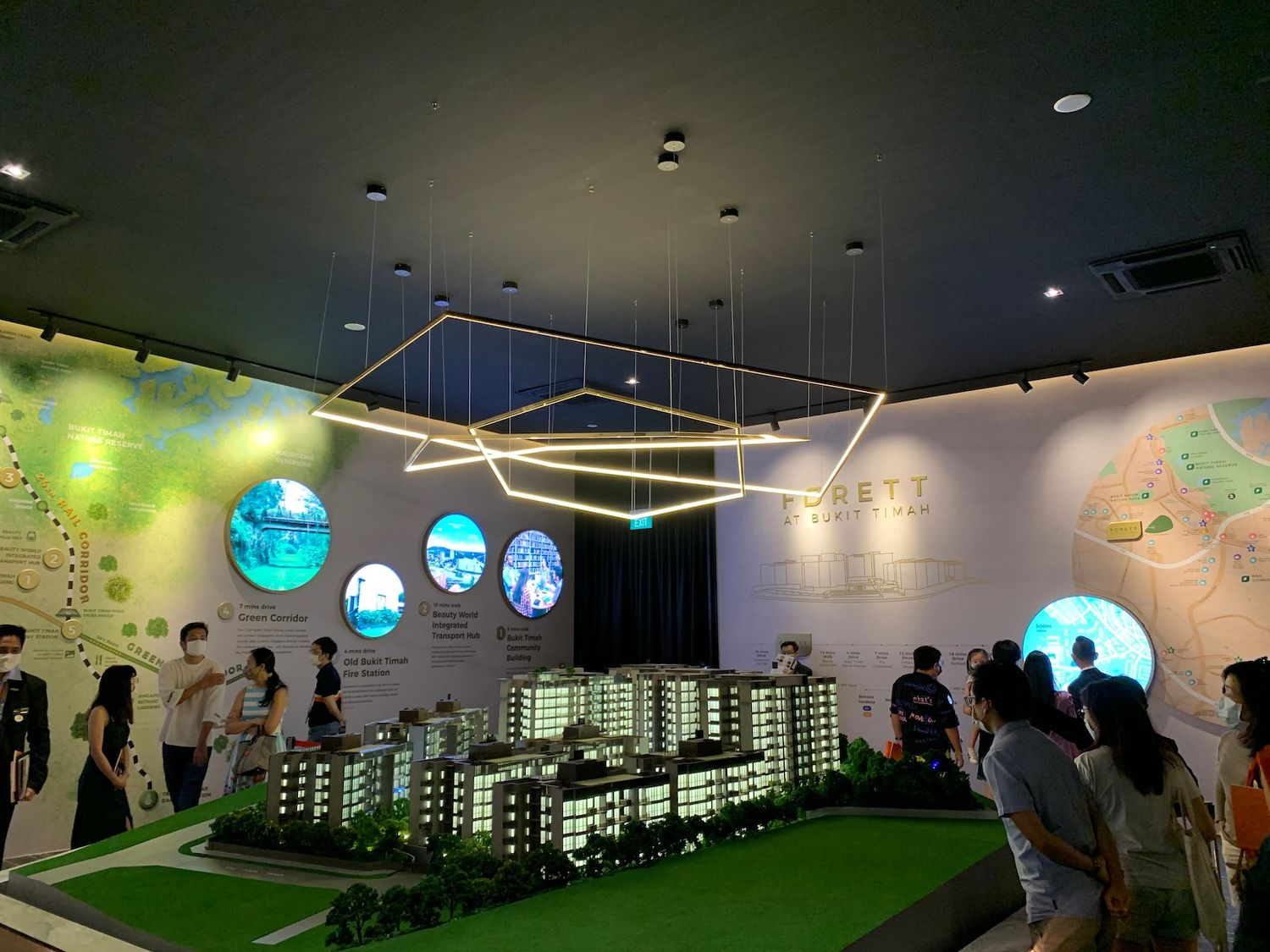 EDGEPROP SINGAPORE - Potential buyers at the sales gallery of Forett over the weekend (Photo: Qingjian Realty)