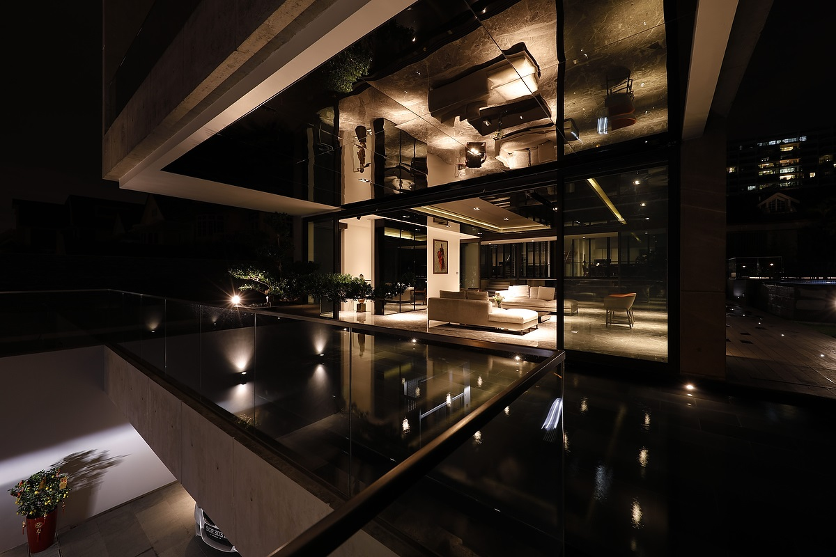 PETER TAY - Swimming pool and reflective ceiling of a bungalow on Goodmass Road designed by Tay - EDGEPROP SINGAPORE