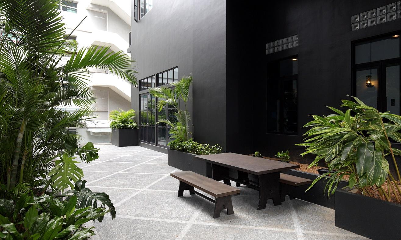 第二层的户外活动空间(图片来源:Samuel Isaac Chua/Edgeprop Singapore)