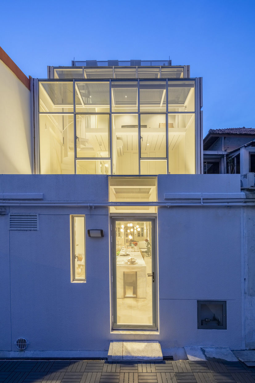The contemporary exterior facing the back lane of the 'House with two faces' (Photo: Masano Kawana)