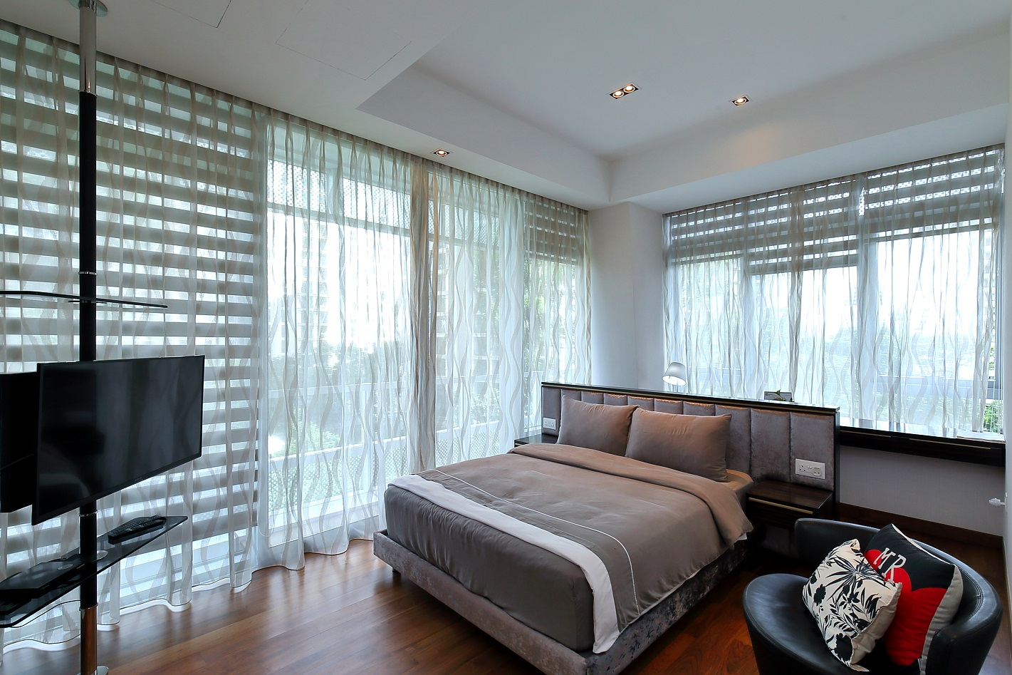 The masterd bedroom of the unit at Gramercy Park (Photo: Samuel Isaac Chua/EdgeProp Singapore)