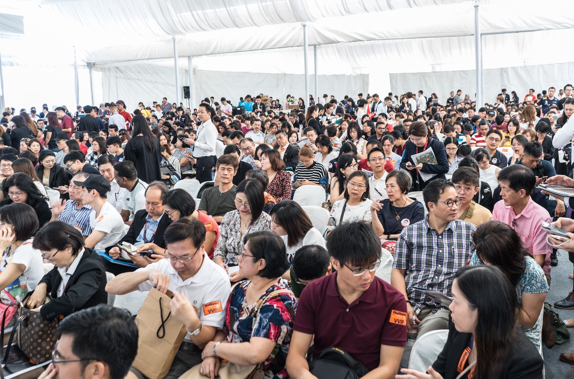 SINGHAIYI - The crowd in the balloting tent at Parc Clematis (Credit: SingHaiyi Group)