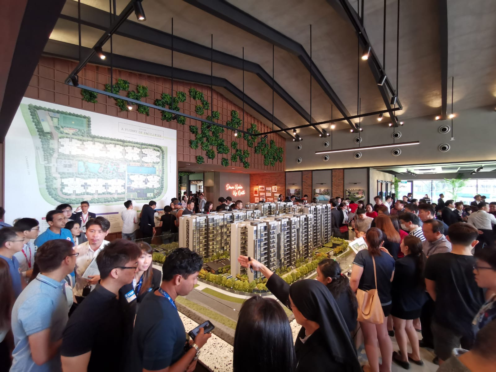 Crowd at preview of Parc Canberra executive condo where 316 units of a total of 496 units were sold last weekend (EdgeProp Singapore)