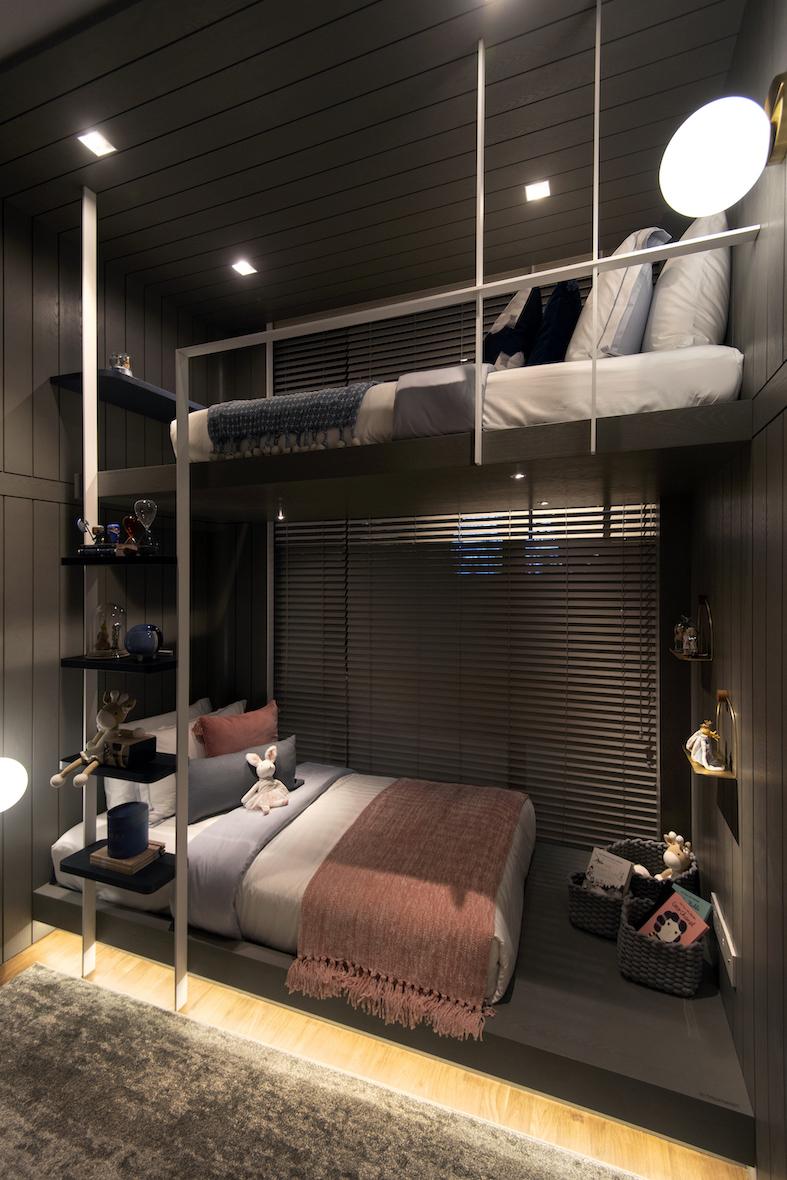 五卧样板间中的一间卧室,挑高 3.2 米(图片来源:Albert Chua / EdgeProp Singapore) - EDGEPROP SINGAPORE