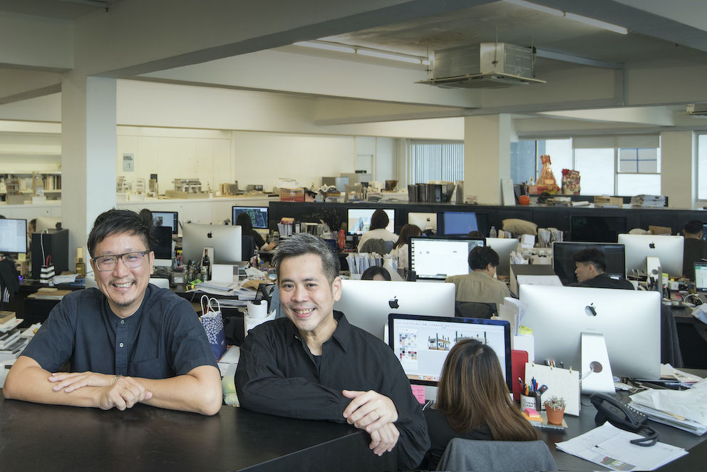 EDGEPROP SINGAPORE - Tiah Nan Chyuan (left) and Selwyn Low, directors at Farm with fellow Farmers in their office in Waterloo Centre (Photo: Albert Chua/EdgeProp Singapore)  - EDGEPROP SINGAPORE