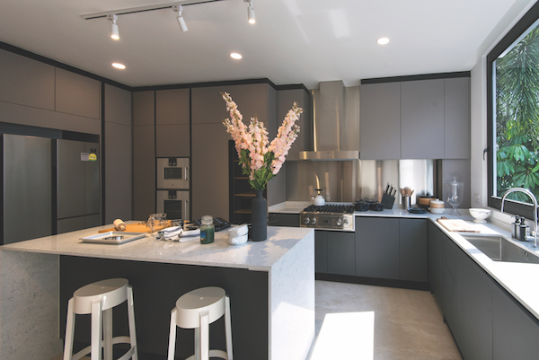The kitchen is fitted with Gaggenau kitchen appliances and a Viking cooker hob (Photo: Albert Chua/EdgeProp Singapore) - EDGEPROP SINGAPORE