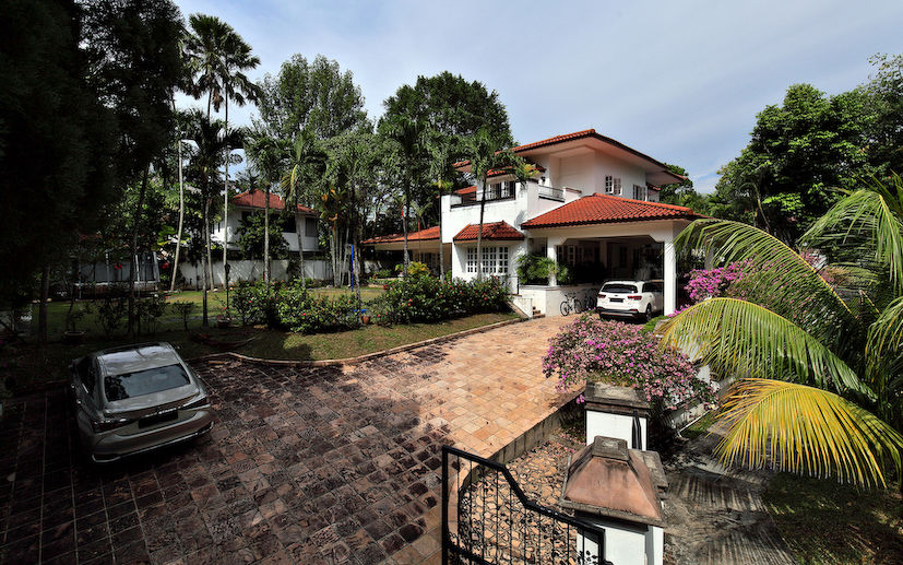 EDGEPROP SINGAPORE - The Good Class Bungalow at Brizay Park was built more than 25 years ago and is on the market for $24.8 million or $1,436 psf (Photo: Samuel Isaac Chua/EdgeProp Singapore)