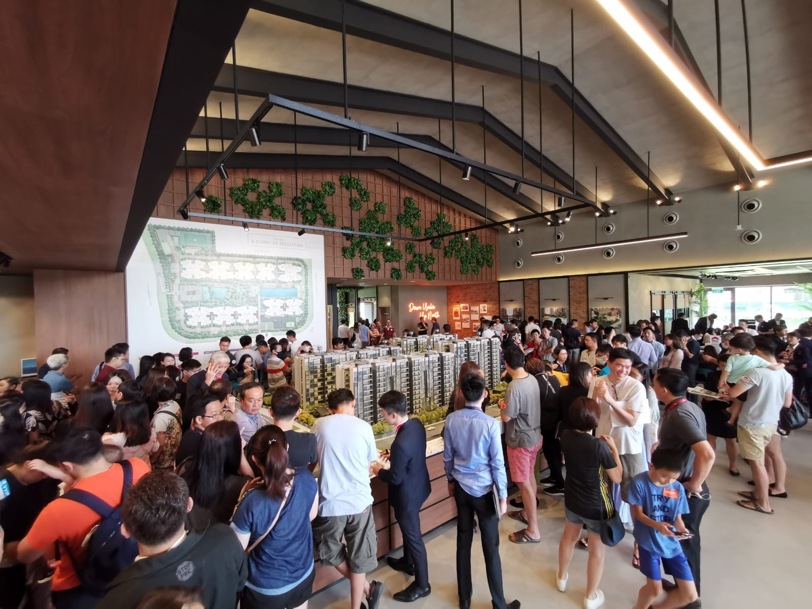About 1,500 people had turned up at the preview on the first day the sales gallery opened on Jan 31 (Photo: Albert Chua/EdgeProp Singapore)
