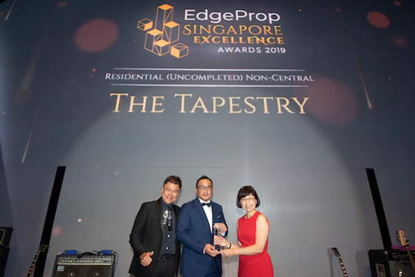 Receiving the Top Interior Designer Award are (from left) George Budiman, chief creative director; and Caelen Xie, chief operating officer of Cynosure Design (Photo: Albert Chua/EdgeProp Singapore)