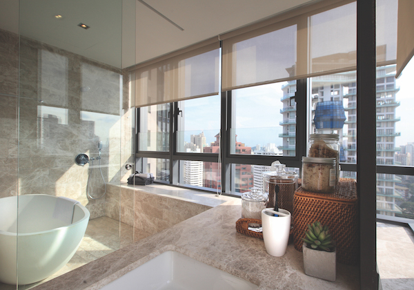 OUE Twin Peaks - Master bathroom with a view (Photo: Samuel Isaac Chua/EdgeProp Singapore)