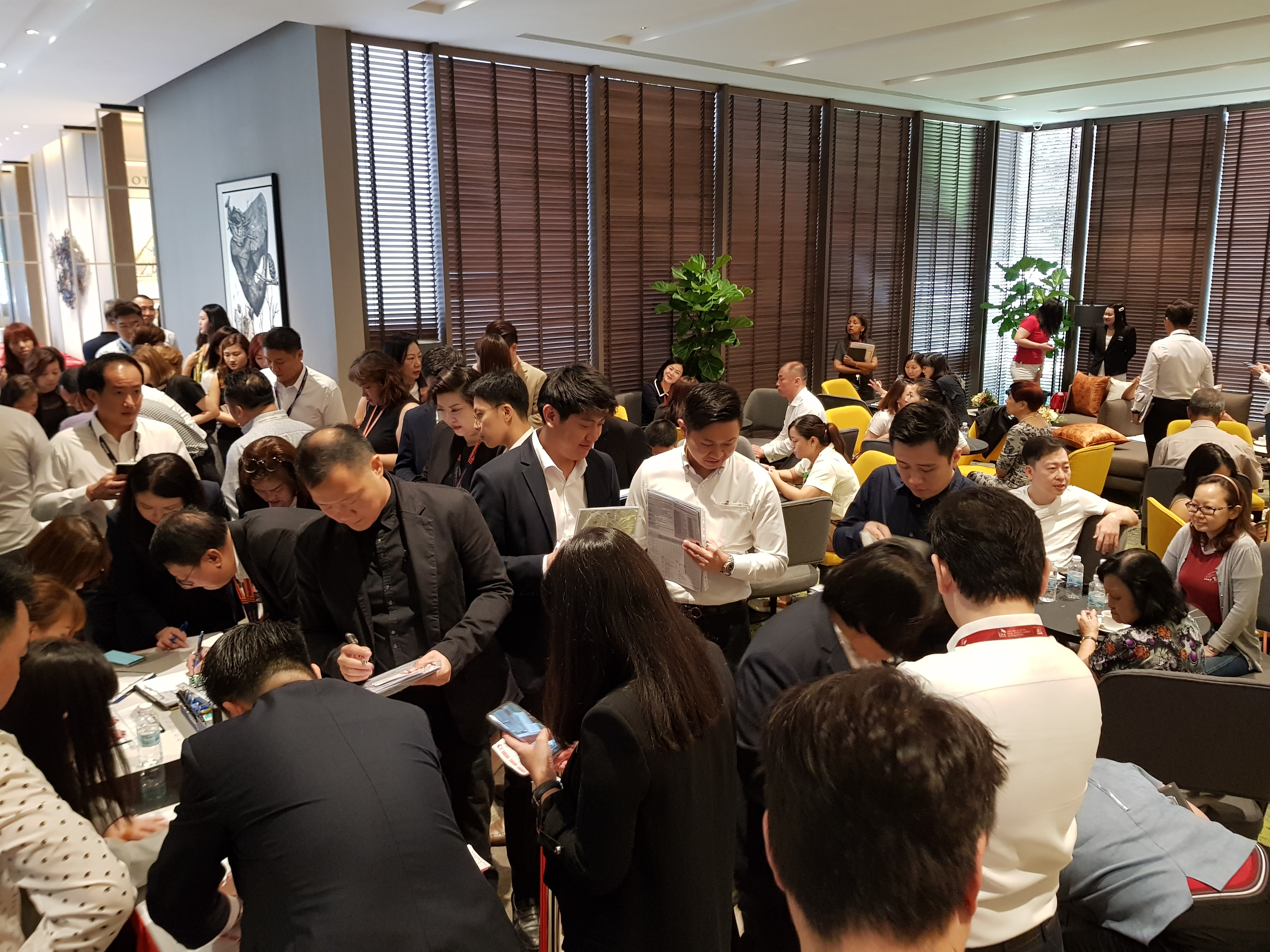 Crowd at The Avenir on launch weeekend (Photo: Hong Leong Holdings)