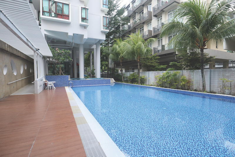 Coastal View Residences - The development is well-equipped with a pool, jacuzzi, gym and barbecue pits