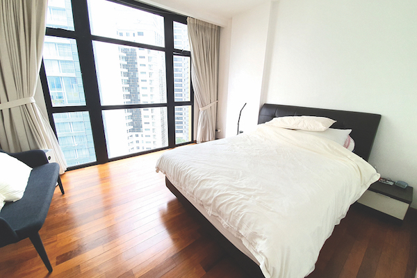 38 draycott - The master bedroom with en suite (Credit: Edmund Tie) - EDGEPROP SINGAPORE