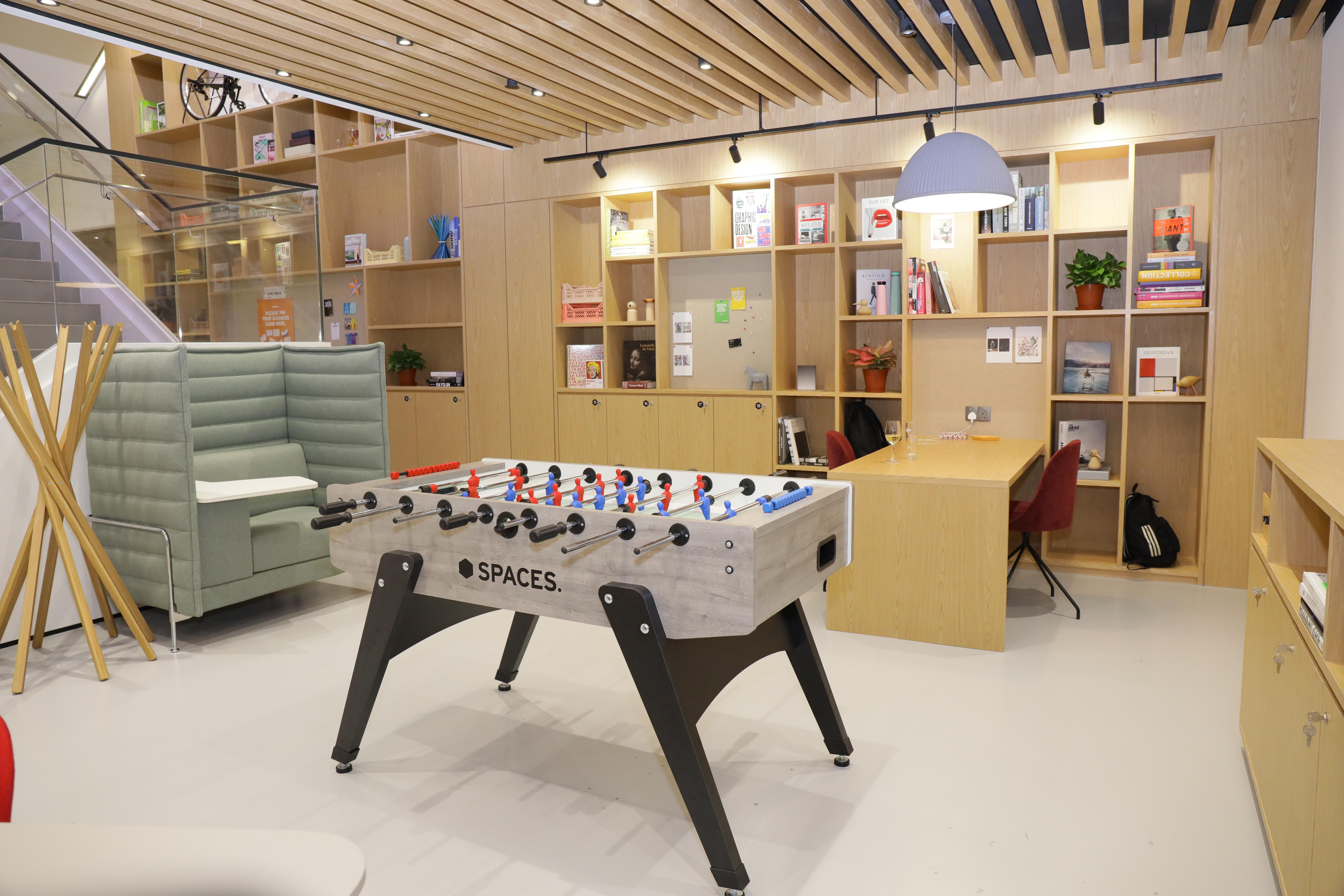 企业可以在Spaces莱佛士坊一号的商场内举办企业活动(来源:IWG) - EDGEPROP SINGAPORE