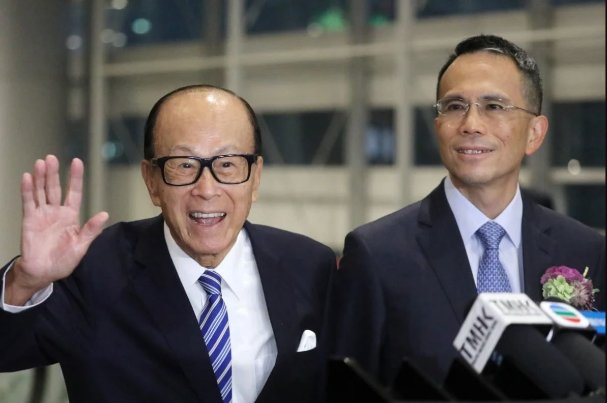 Li Ka-shing and his son Victor Li Tzar-kuoi spent HK$735.2 million in March to buy shares of CK Asset and CK Hutchison. Photo: Dickson Lee/SCMP