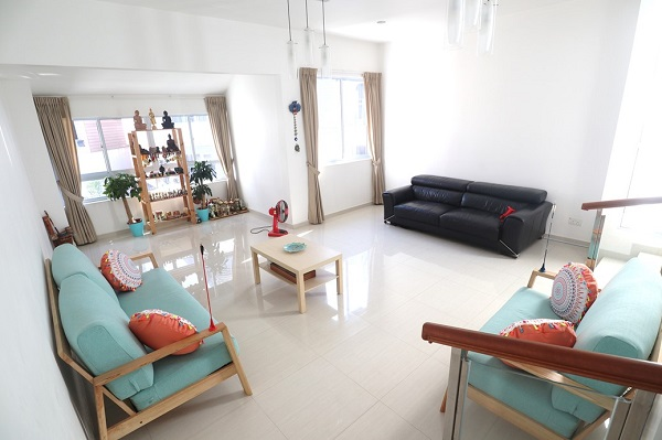 EDGEPROP SINGAPORE - The living area is bright and spacious (Credit: Edmund Tie) - EDGEPROP SINGAPORE