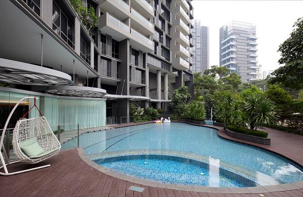 乌节辉盛庭国际公寓的设施包括游泳池、按摩浴缸和烧烤设施(来源: Samuel Isaac Chua/ The Edge Singapore)