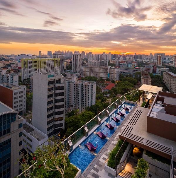 从第19层的天空公园可观赏城市天际线的全景。(来源: 国浩房地产)