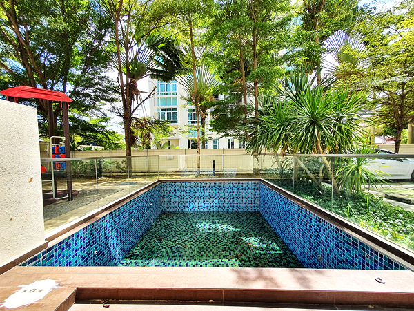 EDGEPROP SINGAPORE - Another unit sold during the period was a freehold duplex unit of 1,496 sq ft, with a private swimming pool, at Palmera Residence (Credit: Edmund Tie)