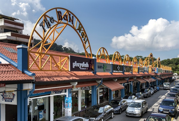 HILLVIEW - A three-minute walk from Hillview MRT Station, The Rail Mall is a 99-year leasehold commercial property along Upper Bukit Timah Road