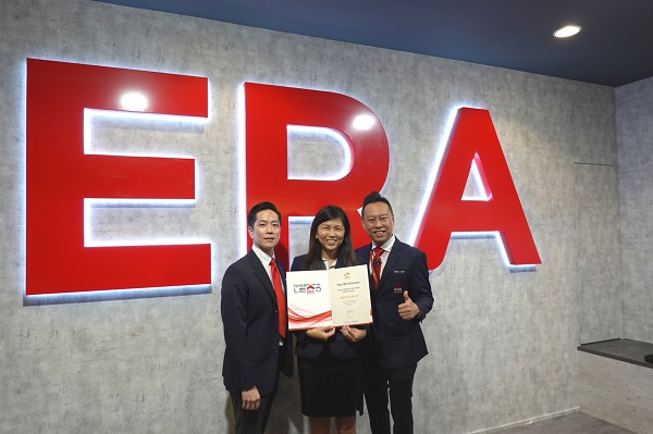 EDGEPROP SINGAPORE - Lee is thankful for the support granted to her by her superiors in ERA, including Stanley Wong, associate division director (left) and Alex Yap, group division director (Credit: Ashley Lee)