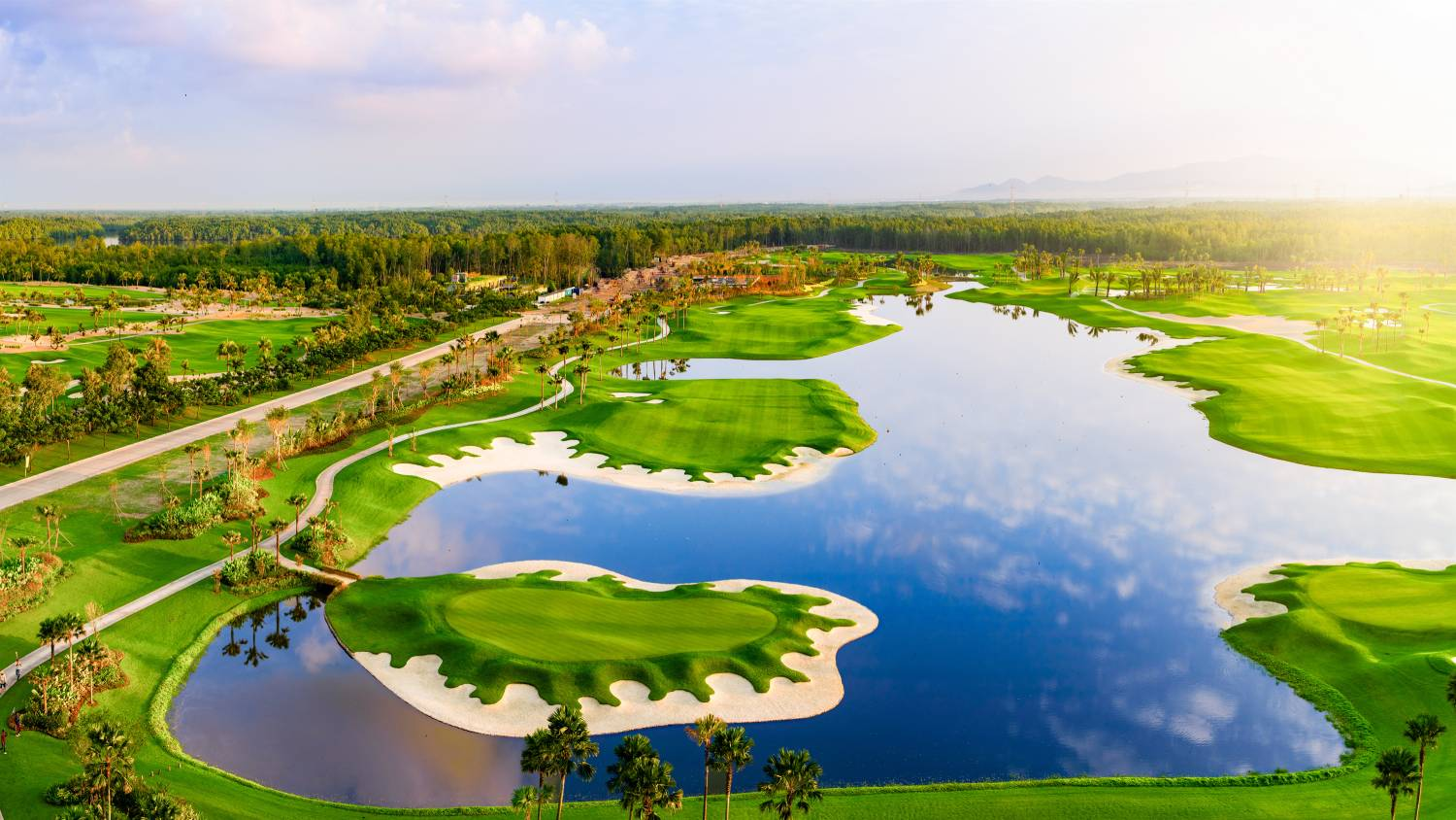 FOREST CITY - Designed by landscape architect and golf course designer Liang Guo Kun, the 18-hole Classic Golf Course is filled with lush greenery and lakes (Credit: Country Garden Pacificview)