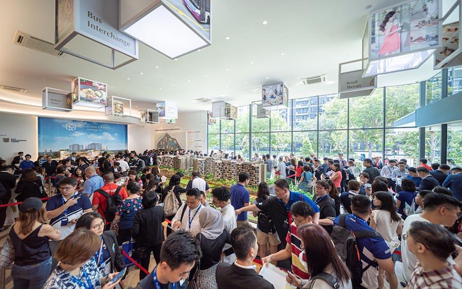 盛港嘉园(Sengkang Grand Residences)在推出的第一个周末就有216套公寓被抢购一空,占680套公寓总数的32%。(图片:凯德置地/城市发展)