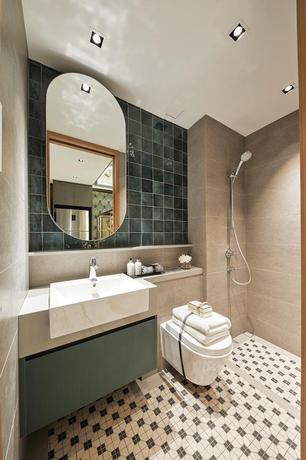 浴室使用绿色的地铁地砖等材料