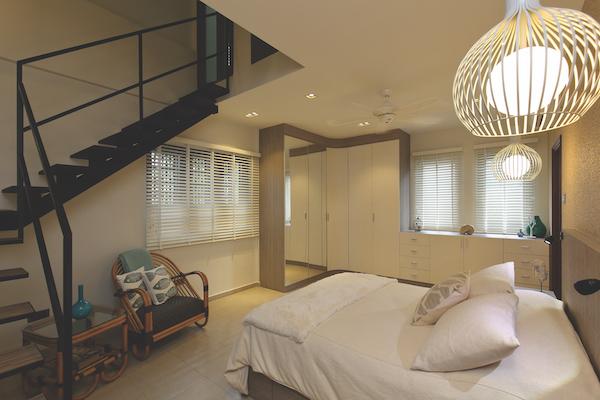 阁楼卧室的灵感来自海滩度假胜地。