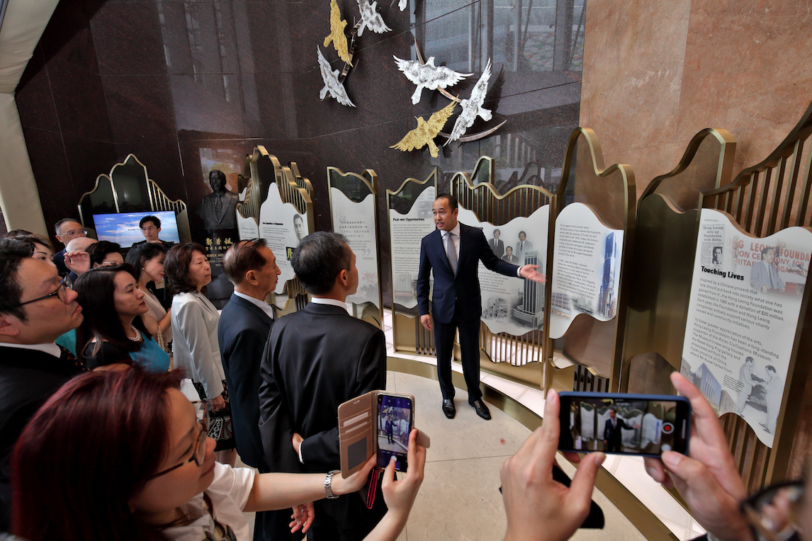 CDL的集团首席执行官Sherman Kwek在共和大厦为创始人画廊揭幕。