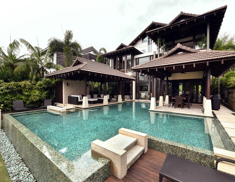 This Balinese-style house with pavilions on Ocean Drive was designed by Timur Designs