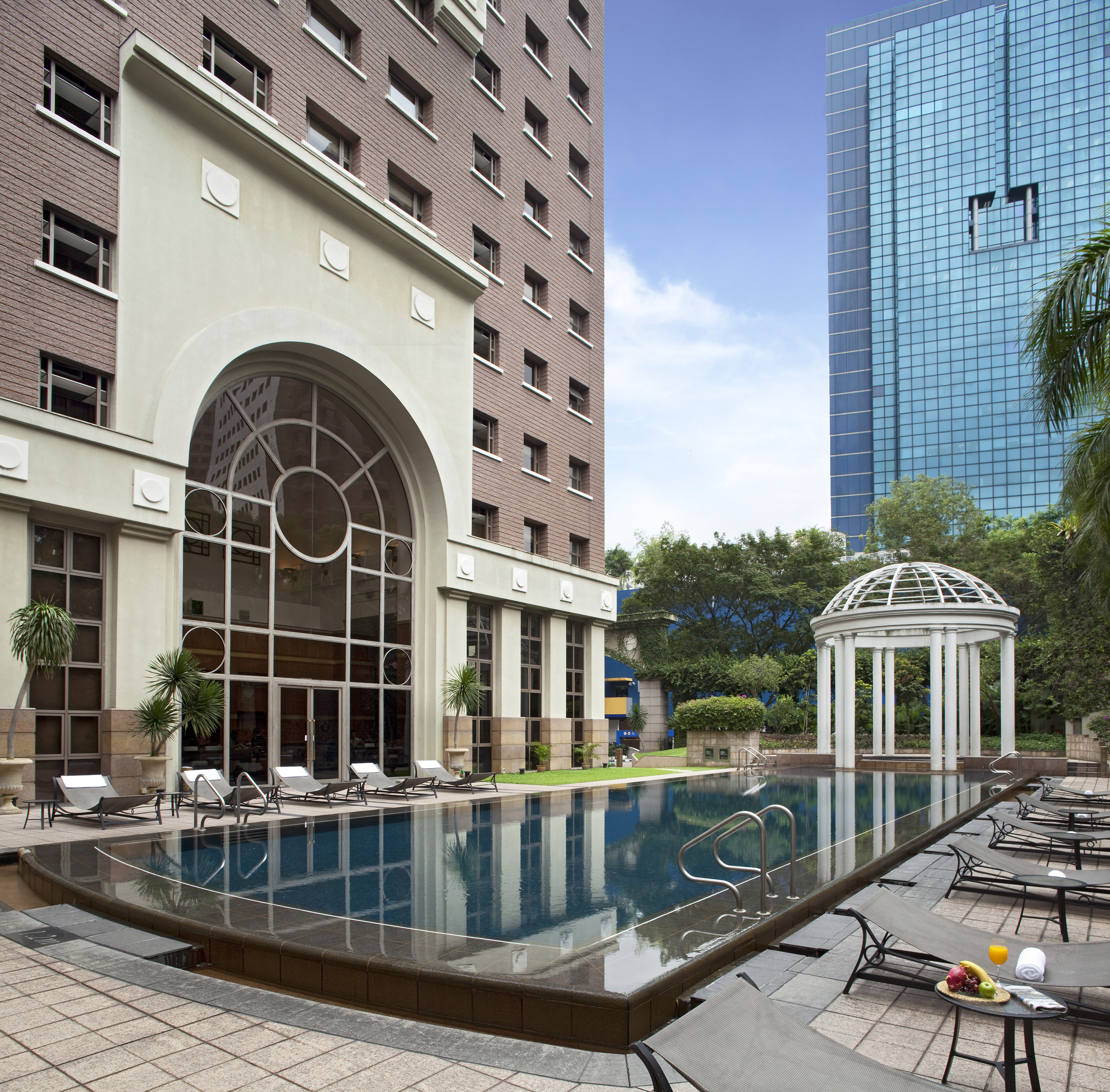 FAR EAST HOSPITALITY - Orchard Parksuites features a swimming pool, Jacuzzi pool, sauna, tennis courts, a gym, BBQ pits, and a business centre - EDGEPROP SINGAPORE