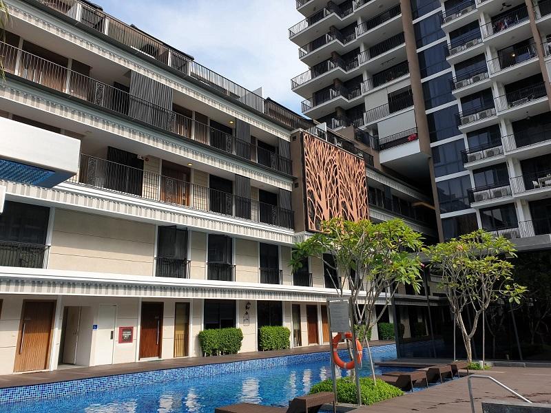 Sant Ritz共有39套SOHO风格的联栋公寓,这套1,238平方英尺的单位就是其中之一。(图片来源:ET&Co)