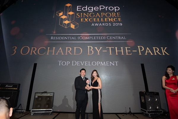 Joseph Yeoh, vice president of YTL Land (left), receiving the award for Design Excellence for 3 Orchard By-the-Park, which bagged six awards. (Picture: Albert Chua/EdgeProp Singapore)
