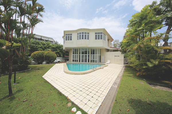 The 42-year-old house sits on a 9,052 sq ft plot. There is a swimming pool, and the car porch has space for up to five cars. (Picture: SRI) - EDGEPROP SINGAPORE
