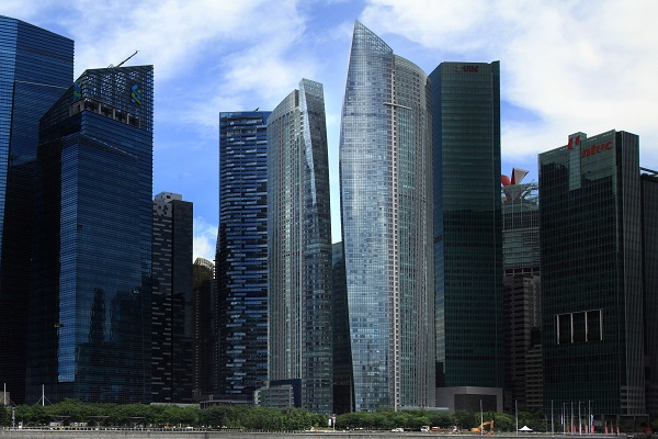 The sale of a two-bedroom unit at The Sail @ Marina Bay (centre) was the most unprofitable deal during the Dec 17 to 31 period with a loss of $520,000 (Picture: Samuel Isaac Chua/The Edge Singapore)