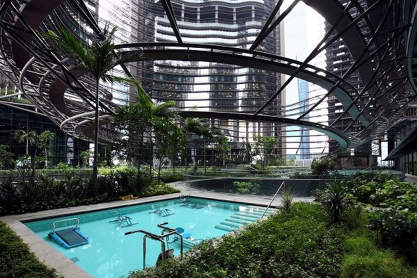 A picture of the swimming pool at MArina One in Singapore. Besides health and wellness benefits, green homes are more energy efficient and rake in electricity savings, says Markiewicz of JLL. (Picture: Samuel Isaac Chua/The Edge Singapore) - EDGEPROP SINGAPORE