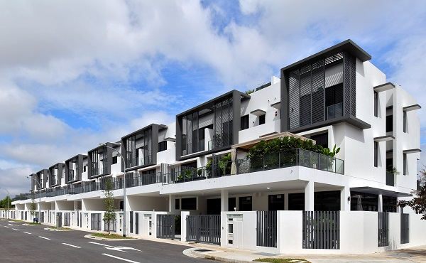 The last sales phase at the 999-year leasehold Luxus Hills comprises 39 landed homes (Pictures: Samuel Isaac Chua/The Edge Singapore)