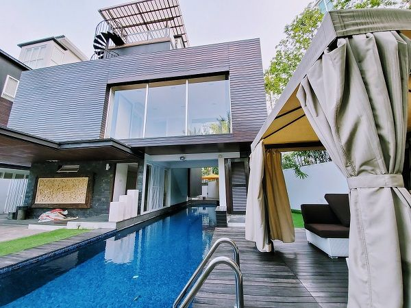EDGEPROP SINGAPORE -  The swimming pool of this detached house on Rivieria Drive is being rented for about $2,000 per month. (Picture: Cruz Phua)