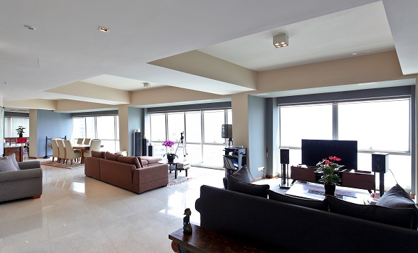 THE SAIL @ MARINA BAY - The living and dining area of the 6,297 sq ft penthouse on the 68th floor of The Sail - EDGEPROP SINGAPORE